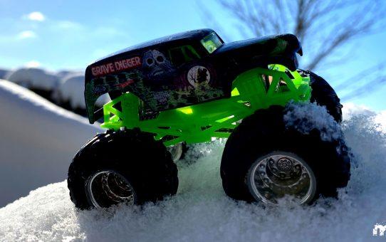 Spielzeug im Schnee